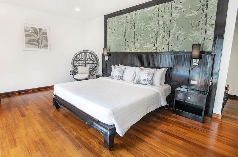 Villa Champak Bedroom with Seating | Maenam, Koh Samui