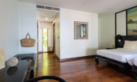 Villa Champak Bedroom with Mirror | Maenam, Koh Samui