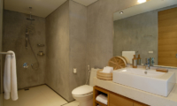 Sava Beach Villas Villa Malee Sai Bathroom | Natai, Phang Nga