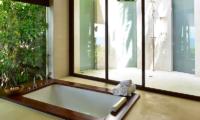 Villa Sila Varee Bathtub Area   Laem Set, Koh Samui