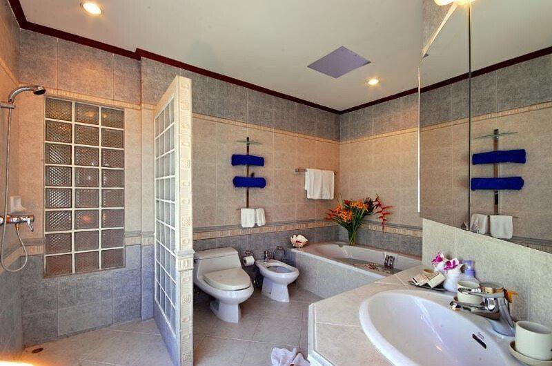 Baan Flora Bathroom | Koh Samui, Thailand