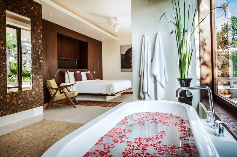 Villa Hin Samui Bedroom and En-suite Bathtub   Bophut, Koh Samui