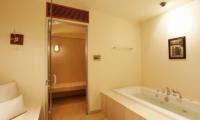 Baan Taley Rom Bathroom | Phuket, Thailand