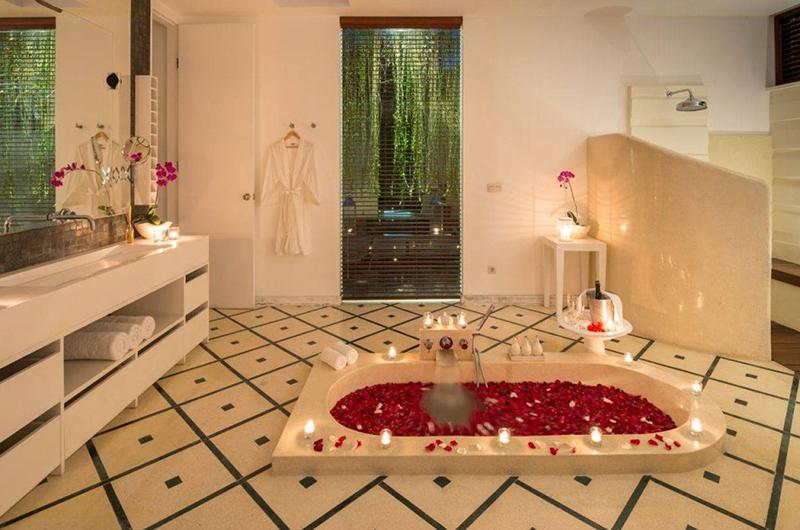 Pure Villa Bali Bathtub with Rose Petals | Canggu, Bali