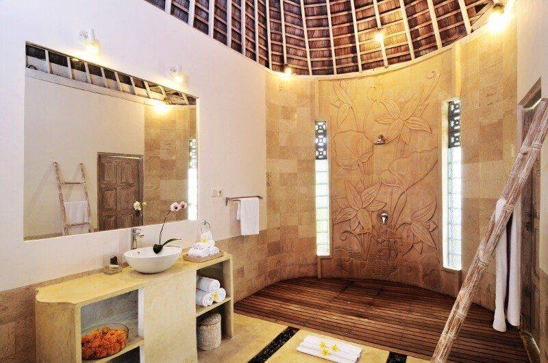 Villa Jolanda Bathroom|Seminyak, Bali