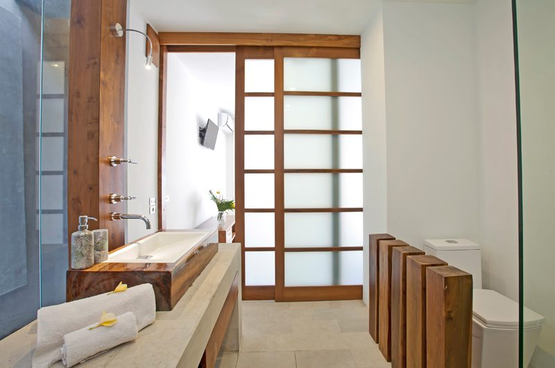 Villa Minggu Spacious Bathroom | Seminyak, Bali