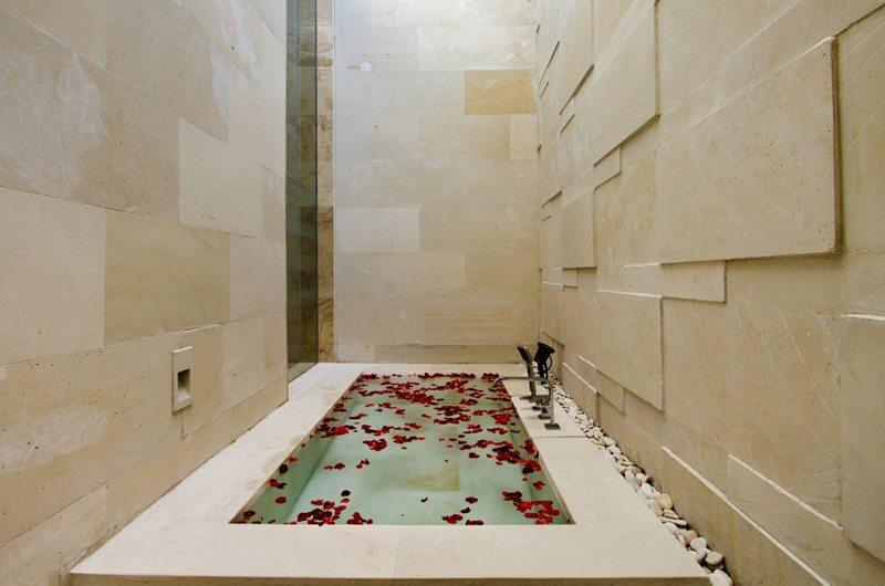 Villa Portsea Bathtub | Petitenget, Bali