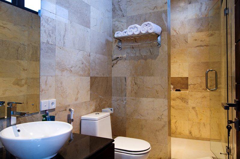 Villa Portsea Guest Bathroom | Petitenget, Bali
