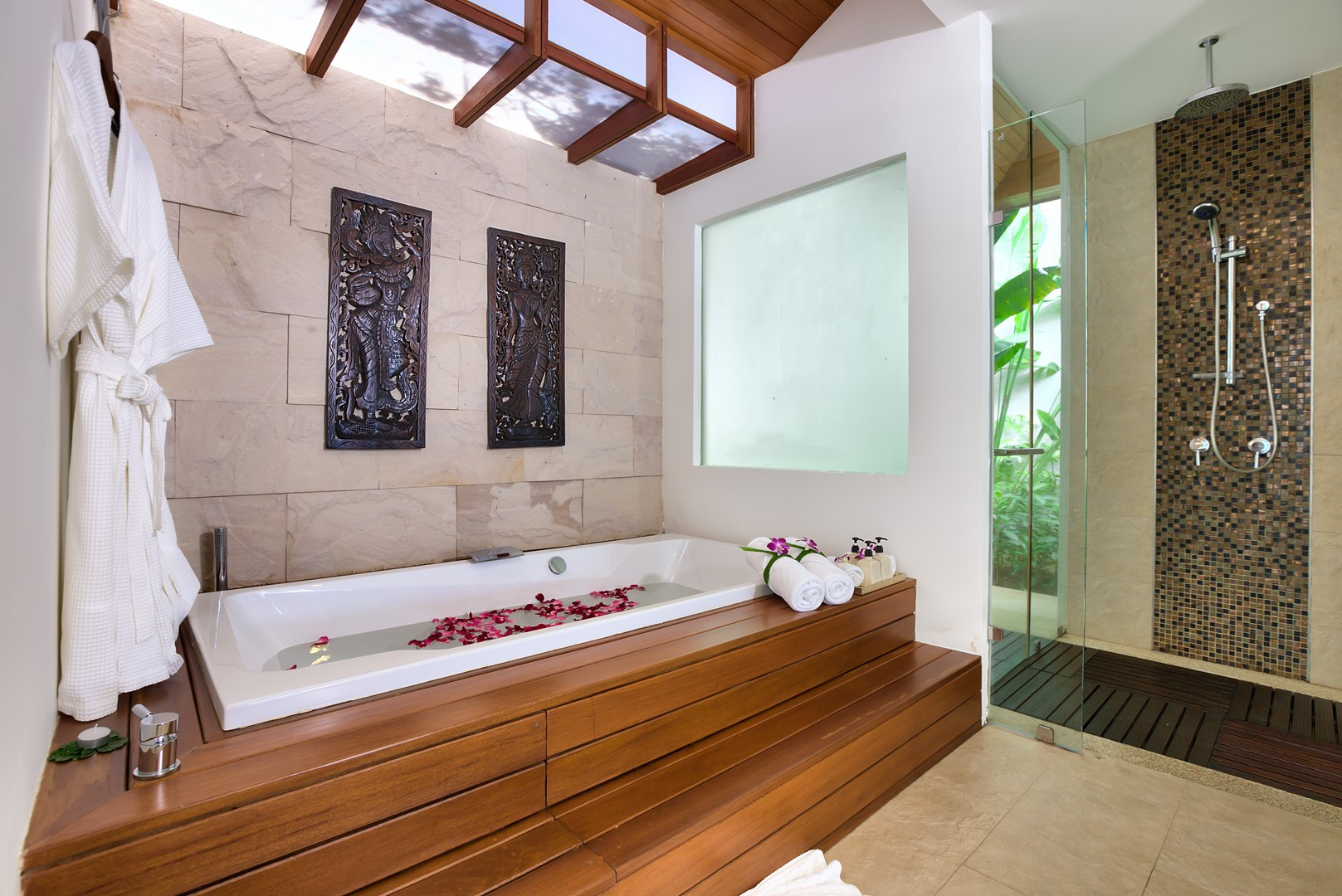 Baan Benjamart Bathtub with Wooden Deck | Bophut, Koh Samui
