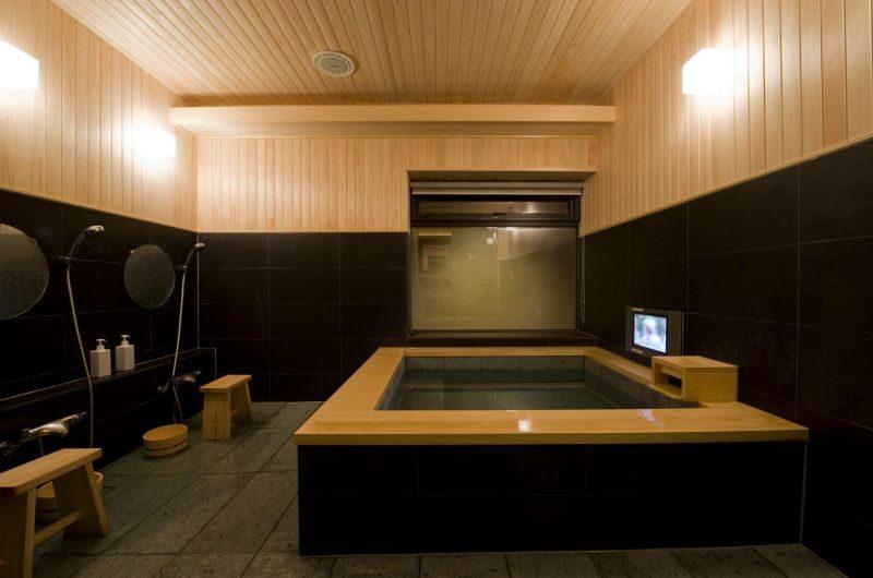 Enju Bathroom | Middle Hirafu Village, Niseko