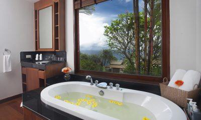 Baan Bon Khao Bathtub | Surin, Phuket