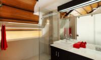 Villa Sapna Bathroom with Shower   Cape Yamu, Phuket