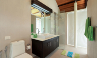 Villa Sapna Bathroom with Mirror | Cape Yamu, Phuket