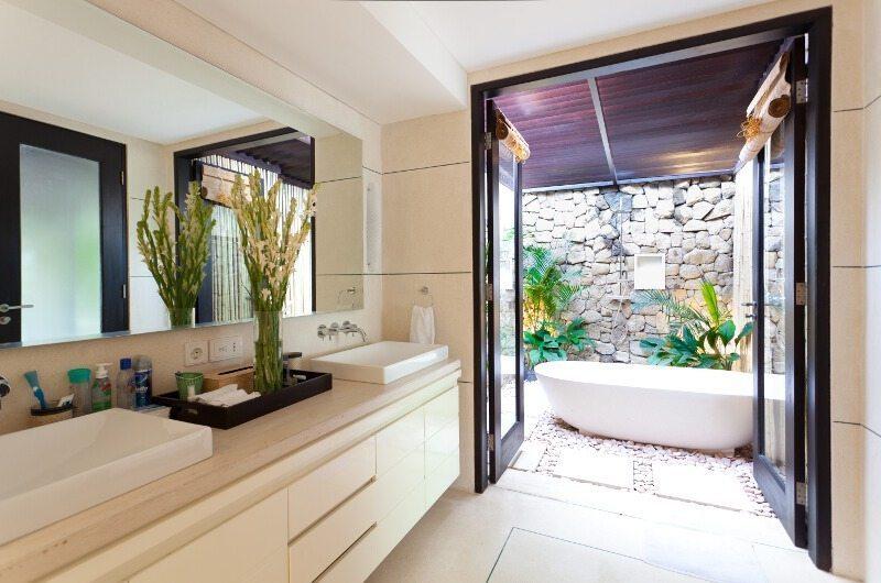 Villa Iluka En-suite Bathroom | Seminyak, Bali