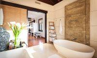 Villa Iluka Bathtub Area | Seminyak, Bali