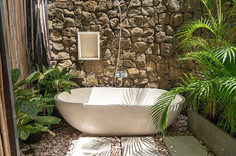 Villa Iluka Outdoor Bathtub | Seminyak, Bali
