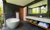 Villa Malouna Bathtub | Koh Samui, Thailand