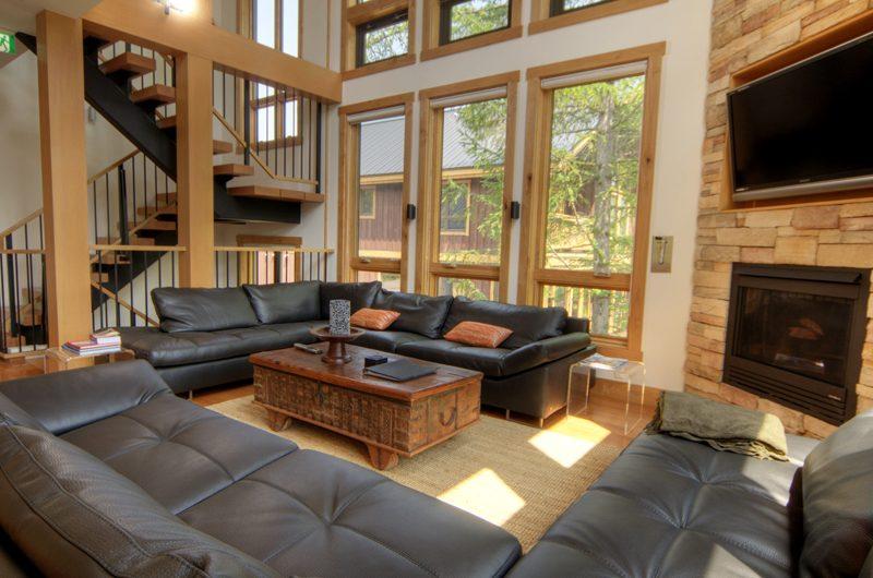 Asahi Lodge Living Area with TV | Hirafu, Niseko