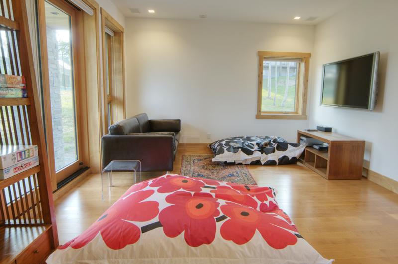 Asahi Lodge TV Room | Hirafu, Niseko