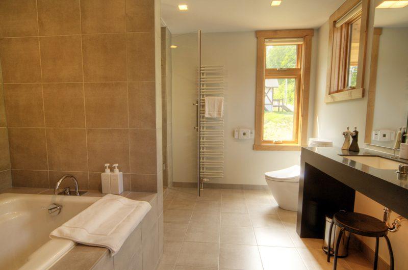 Asahi Lodge En-suite Bathroom | Hirafu, Niseko