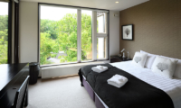 Big Valley Bedroom with Table | Hirafu, Niseko