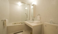 Birch Grove Bathroom | Lower Hirafu Village, Niseko