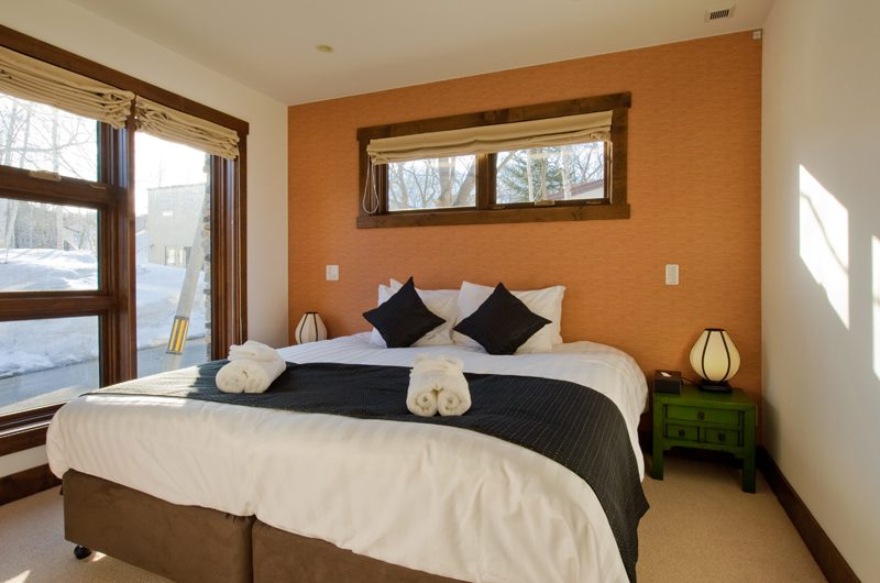 Eliona Bedroom with Table Lamp | Lower Hirafu Village, Niseko