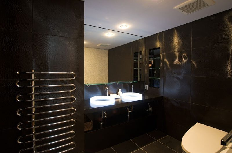 Ezo Views Blackcomb Bathroom | Hirafu Izumikyo 1, Niseko