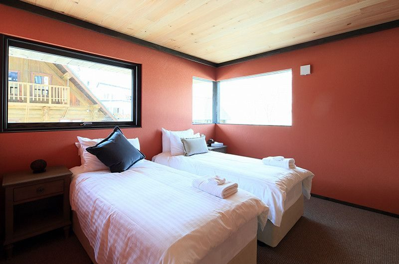 Gustav's Hideaway Twin Bedroom | Lower Hirafu Village, Niseko