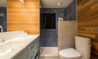 Gustav's Hideaway Guest Bathroom | Lower Hirafu Village, Niseko