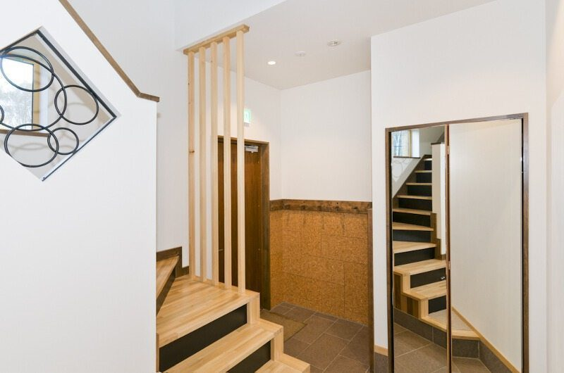 Hana & Jo Staircase | Hirafu Izumikyo 2, Niseko