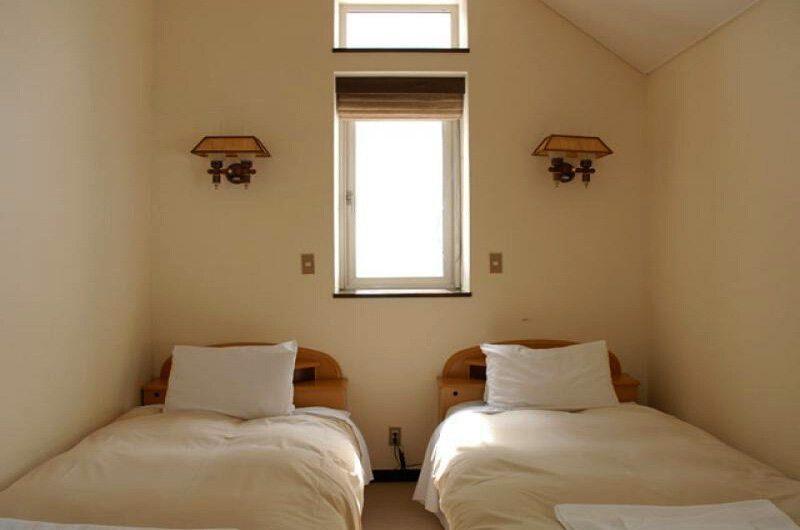 Jurin Cottage Twin Bedroom | Hirafu Izumikyo 1, Niseko
