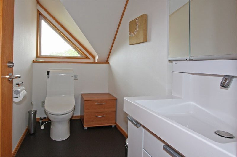 Kabayama Log House Bathroom | Hirafu St Moritz, Niseko