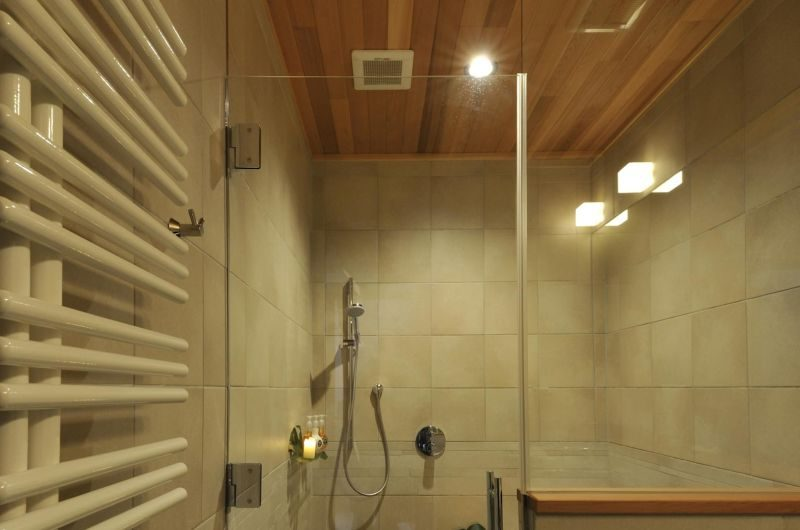 Karamatsu Bathroom | Middle Hirafu Village, Niseko
