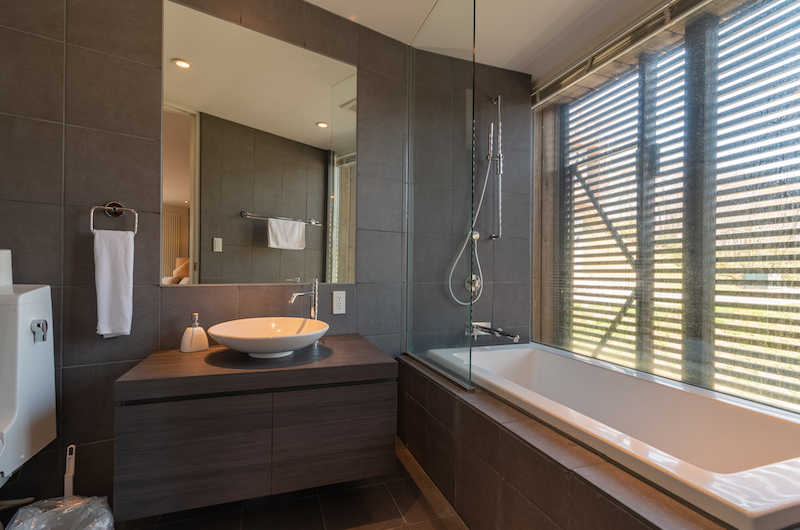 Kawasemi Residence Bathtub Area | Hirafu, Niseko