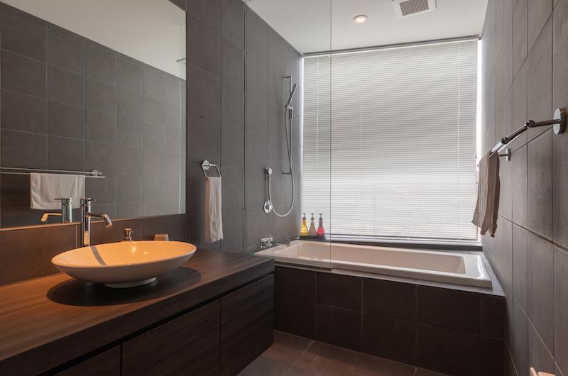 Kawasemi Residence Bathtub | Hirafu, Niseko