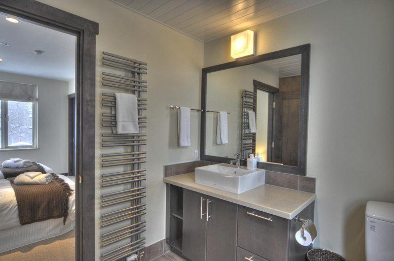 Konayuki Bathroom   Hirafu, Niseko