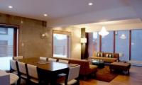 Kon M 3br Chalet Dining Room | Middle Hirafu Village, Niseko
