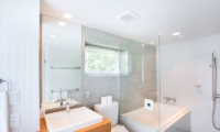Kon M 3br Chalet En-suite Bathroom | Middle Hirafu Village, Niseko