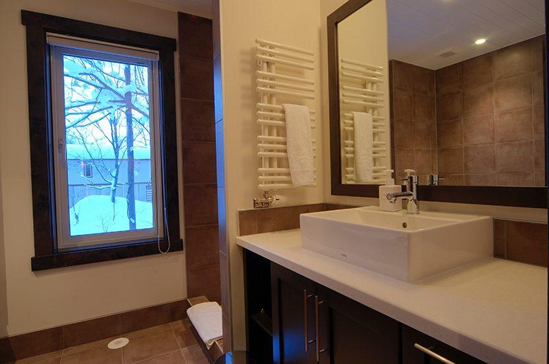 Mojos Bathroom with Mirror | Hirafu, Niseko