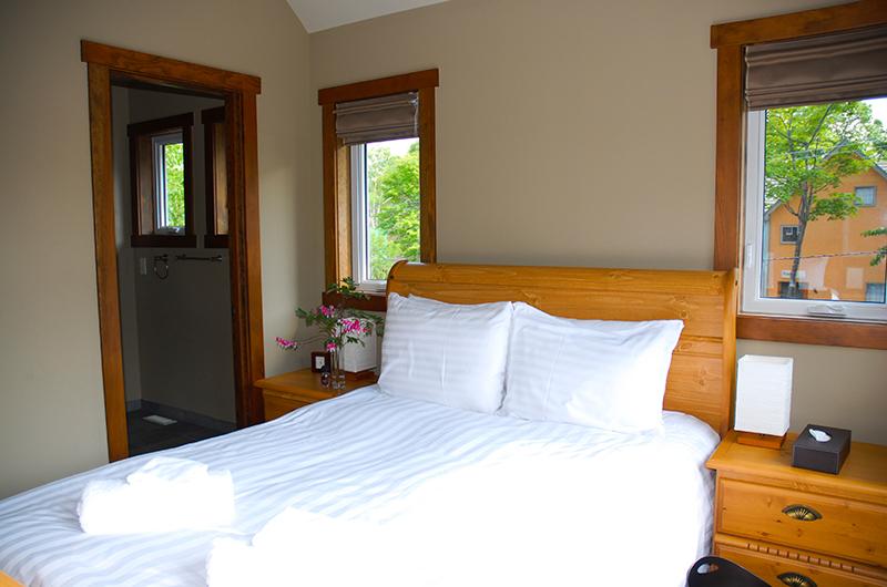 Niseko Creekside Bedroom with Lamps | Hirafu, Niseko