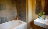 Niseko Creekside Bathtub | Hirafu, Niseko