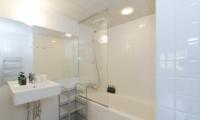 Nupuri Cottage Bathroom | Lower Hirafu Village, Niseko