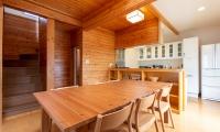 Powder Cottage Dining Table | Hirafu, Niseko