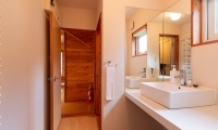 Powder Cottage Bathroom One | Hirafu, Niseko