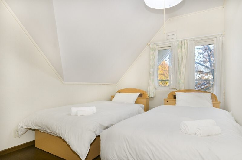 Powderhound Lodge Twin Bedroom | Upper Hirafu Village, Niseko