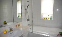 Seizan Bathroom with Bathtub   Hirafu, Niseko