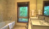 Shika Bathroom | Hirafu Izumikyo 1, Niseko