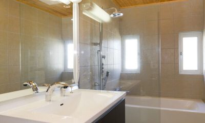 Sugarpot Bathroom | Lower Hirafu Village, Niseko