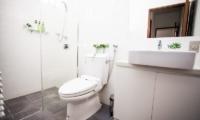 Toshokan Townhouses Bathroom | Middle Hirafu Village, Niseko